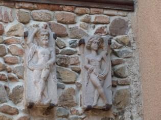 Sculpture murale d'Adam et Eve
