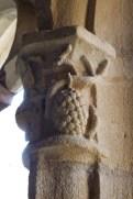 Le Cloître chapiteaux décorés