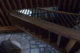 Escaliers menant à la tribune