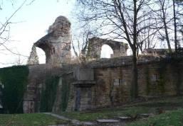 Vestiges aqueduc du Gier dans l'enceinte de l'ancien fort Saint-Irénée.