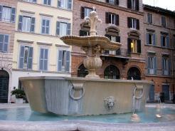 Vasques en granit gris de la place Farnèse