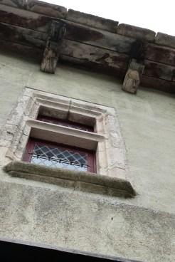 Fenêtres à meneaux à Sainte-Eulalie-de-Cernon