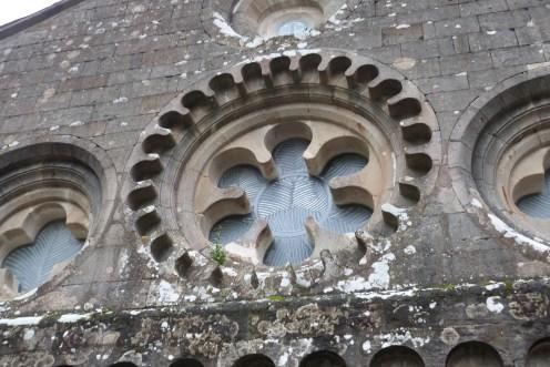 Abbaye de Sylvanès - rosace sur la façade est - chevet côté choeur