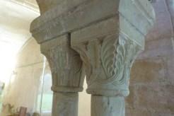 Salle capitulaire - biaes géminées et chapiteaux décorés