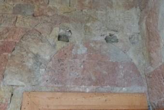 L'armarium - ancien tympan de la porte d'entrée