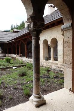 Le cloître - colonnes et chapiteaux