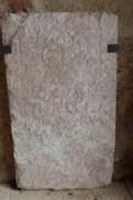 Le cloître - stèle