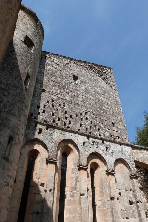Cour du chevet et terrasse (6)