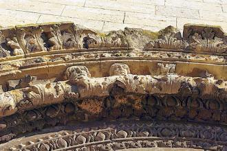 Façade occidentale-Décoration du portail et de l'archivolte
