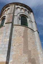 Le chevet - Arcatures aveugles et larges fenêtres du chœur (2)