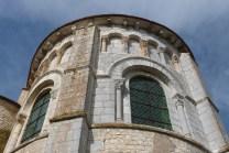 Le chevet - Arcatures aveugles et larges fenêtres du chœur