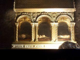 Châsse contenant quelques os de Saint Guilhem dans l'église abbatiale de l'abbaye de Gellone à Saint Guilhem le Désert