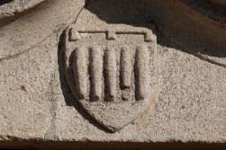 Le Pic de Montverdun - blason sur le portail d'entrée de l'église