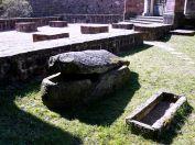 Sarcophages mérovingiens situés derrière l'église de Gueberschwihr