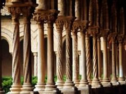 Le cloître - colonnes et mosaïques