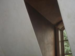 Copper gilt alcove with plaster walls