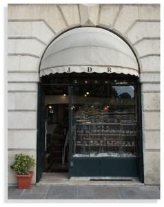jeanne-danjou-bijou-ancien-paris-vitrine-pont-neuf