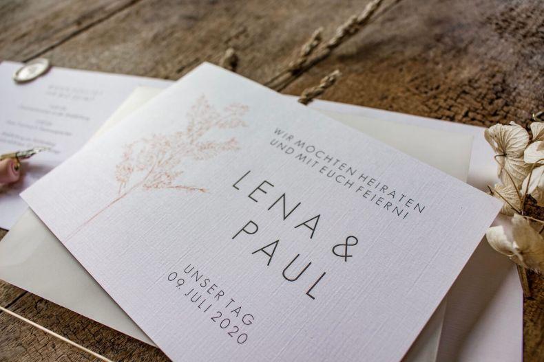 Hochzeitseinladung Einladung Hochzeit heiraten florale Illustration Ranken Blüten Rosen Kalligrafie Kalligraphie natürlich DIY Karten selbst gestalten machen Leinenpapier Strukturpapier Büttenpapier