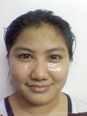 Using Hadabisei Eye Zone Facial Mask