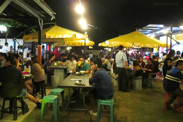 Friday night crowd at StrEat