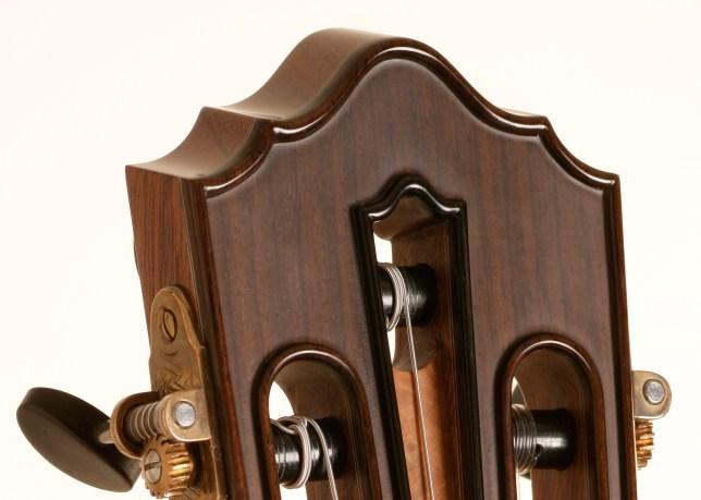 7 strings russian guitar with center key, original idea of Olivier Fanton d'Andon. Jean Rompré Luthier