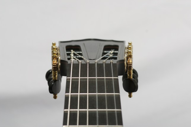 No-nut classical guitar headstock,intonation compensented brass pins à la Neil Hebert