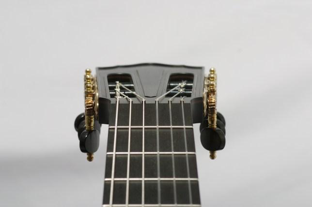 No-nut classical guitar headstock,intonation compensented brass pins à la Neil Hebert