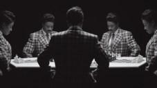 """Chess [Échecs] 2013 Lorna Simpson Installation video HD avec trois projections, noir et blanc, son, 10'25"""" (en boucle). Composition et interprétation par Jason Moran. Courtesy l'artiste, Salon 94, New York, et Galerie Nathalie Obadia, Paris/Bruxelles. © Lorna Simpson"""