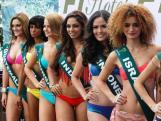 Dari kiri kr kanan, Kontestan Miss Earth International Jimena Mansilla Wever, 23, dari Guatemala, Carolina Rinchere, 24, asal Haiti, Dalma Huszarovics, 24, dari Hungaria, Sobhita Dhulipala, 21,asal India, Nita Sofiani, 21, asal Indonesia dan Maria Abboud, 18, asal Israel. berpose untuk difoto di tepi kolam di sebuah hotel di Taguig, Manila, 21 November 2013. Sebanyak 90 kandidat dari berbagai negara berpartisipasi dalam kontes kecantikan tersebut. Mereka akan mengkampanyekan permasalahan keselamatan lingkungan hidup.