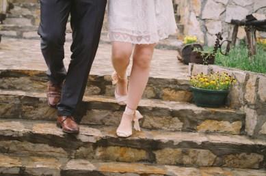 Jedan-frajer-i-bidermajer-prava-vencanja-moderna-mlada-vencanica-maja-i-dusko-intimno-vencanje-shoes-4.jpg