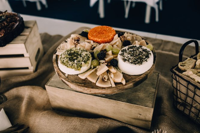 Jedan_frajer_i_bidermajer_serbian_belgrade_wedding_wedding_planning_bride_decoration_food