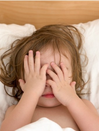 Solve bedtime fears and help child who gets nightmares with these tips