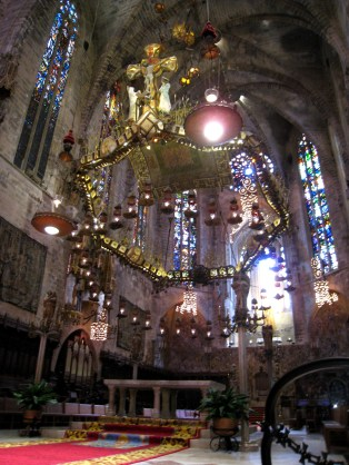 Gaudi redesigned the interior of this Gothic cathedral, including this canopy reminiscent of Sagrada Familia