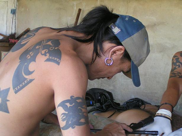 Local Tatoo Artist Ernesto Kalum working on a tattoo