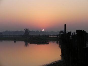 Taki tam wschód słońca w Birmie