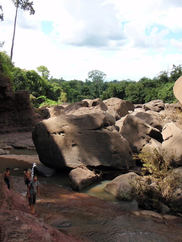 Niezidentyfikowany wodospad niedaleko Pakse