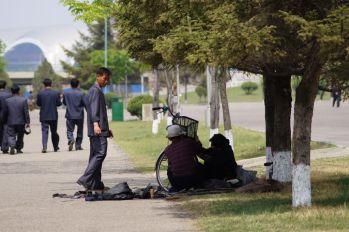Pjongjang - naprawa roweru