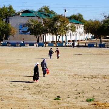 Uzbekistan - kolejowe babuszki
