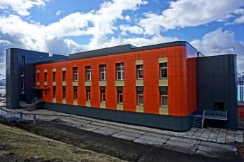 Barentsburg - zabudowania firmowe