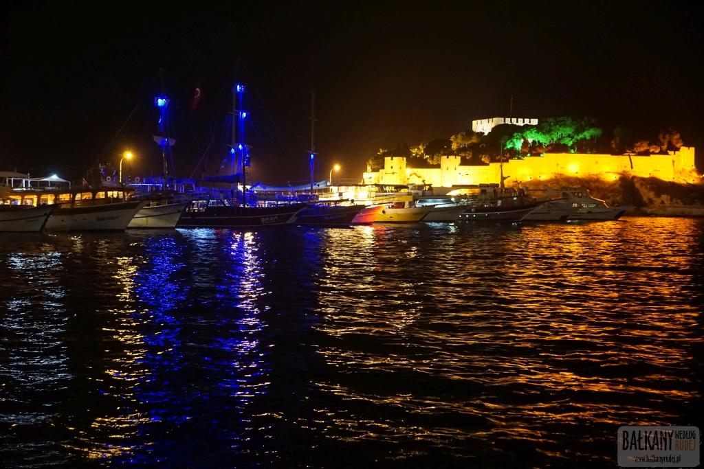 Bałkany według Rudej - Kusadasi nocą z dronem
