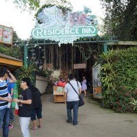 Residence Inn : Zoo Fun and Zipee Adventure in Tagaytay