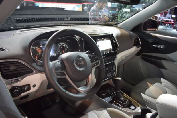 2019 Jeep Cherokee interior view