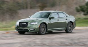2019 Chrysler 300 front