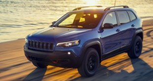 2019 Jeep Cherokee Trailhawk front