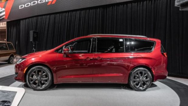 2020 Chrysler Pacifica side