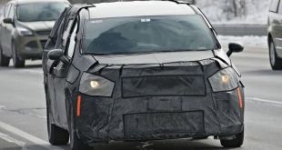 2020 Chrysler Town and Country front