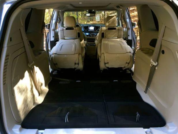 2020 Chrysler Pacifica AWD Cabin