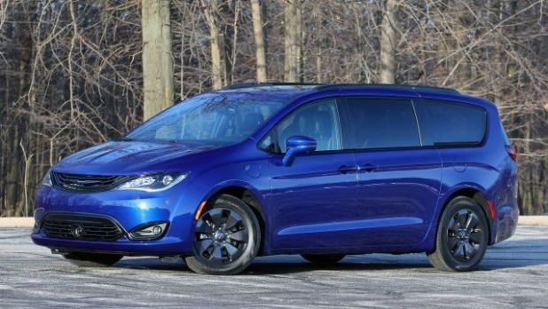 2020 Chrysler Pacifica AWD side