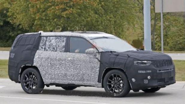 2020 Jeep Yuntu side