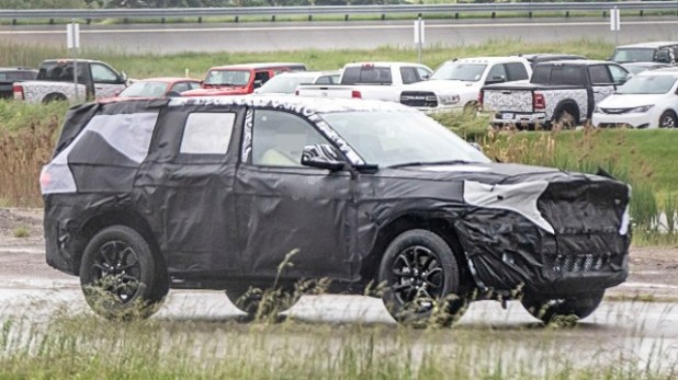 2022 Jeep Wagoneer spy shots